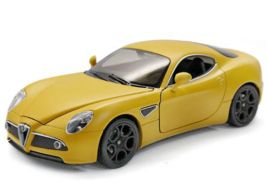 1:24 Scale Red / Black Welly Diecast Alfa Romeo 8C Model