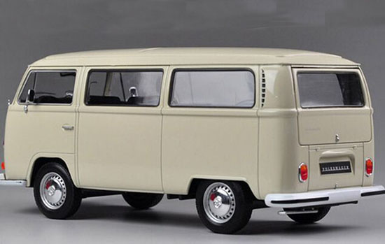 Red / White 1:24 Scale 1972 Diecast VW T2 Bus Model
