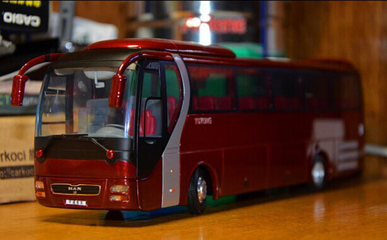 1:42 Scale Red Die-Cast YuTong LION'S STAR Coach Model