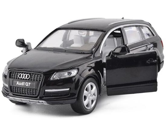 1:32 Scale Black / White / Blue / Red Diecast Audi Q7 Toy