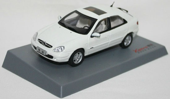 1:43 Scale White / Red / Silver Diecast Citroen Xsara