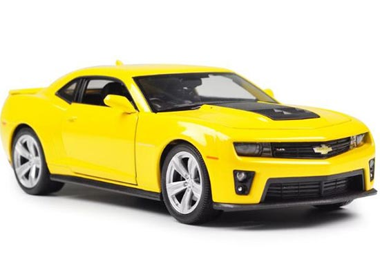 Yellow / Red 1:24 Scale Welly Diecast 2010 Chevrolet Camaro