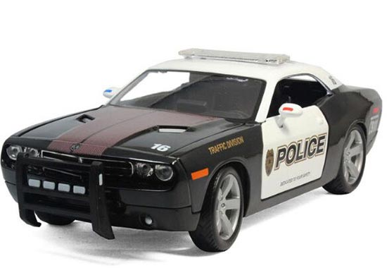 1:18 Scale Black-White MaiSto Diecast Dodge Challenger Model