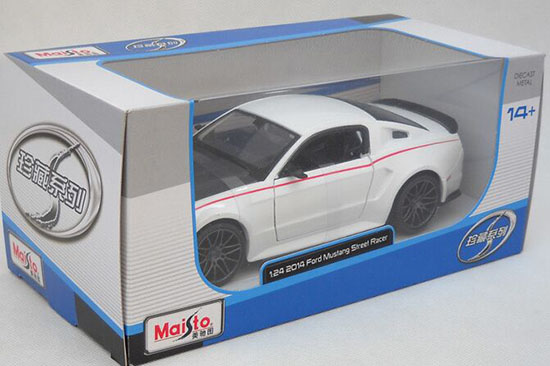 White / Green 1:24 Scale MaiSto 2014 Ford Mustang Street Racer