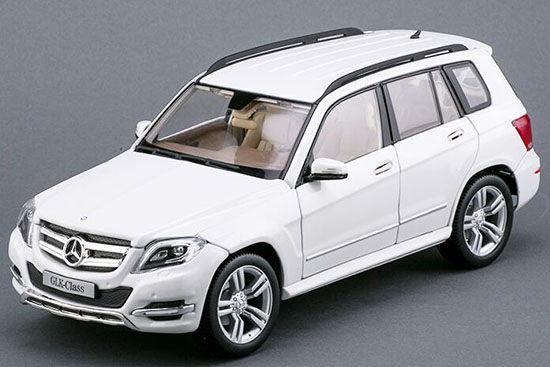 Black / Red / White 1:18 Maisto Mercedes-Benz GLK-Class Model