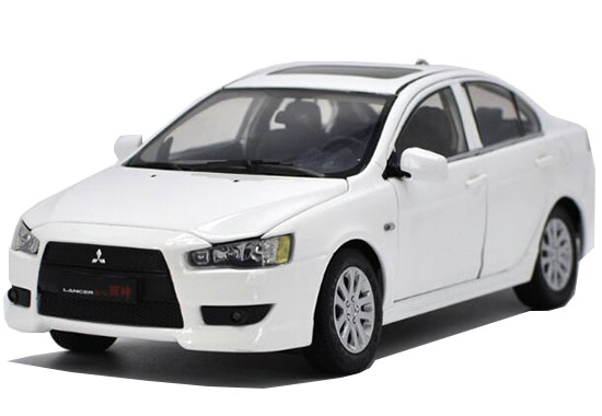 White / Silver 1:18 Scale Diecast Mitsubishi Lancer EX Model