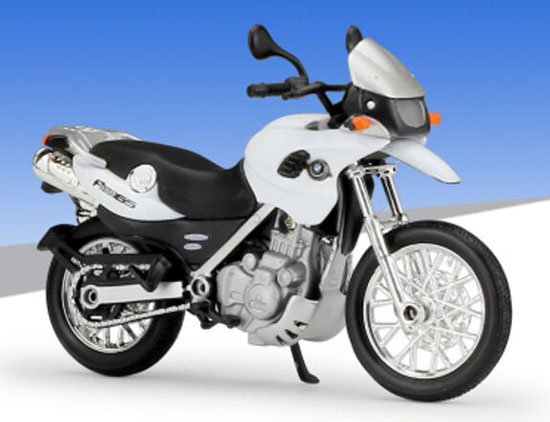 Welly Silver 1:18 Scale Die-cast BMW F650GS Motorcycle
