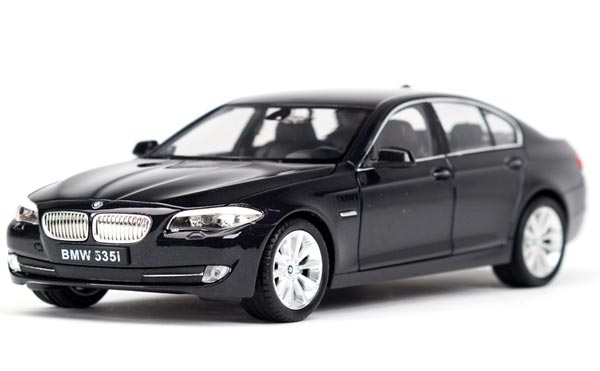 Welly Golden / White / Black 1:24 Scale Diecast BMW 535 i Model