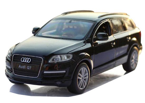 Black / White 1:24 Scale Welly Diecast Audi Q7 SUV Model