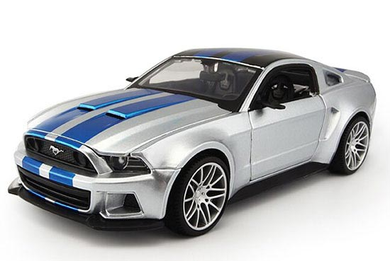 Silver 1:24 Scale MaiSto Diecast 2014 Ford Mustang Model