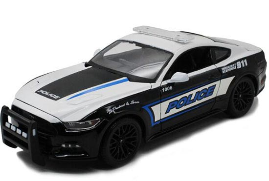 White-Black 1:18 Scale MaiSto Police 2015 Ford Mustang GT Model