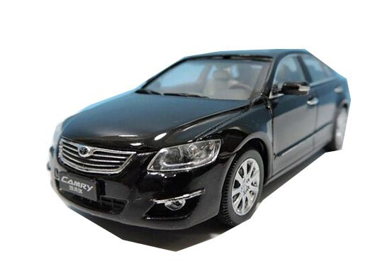 Silver / Black 1:43 Scale Diecast Toyota Camry Model