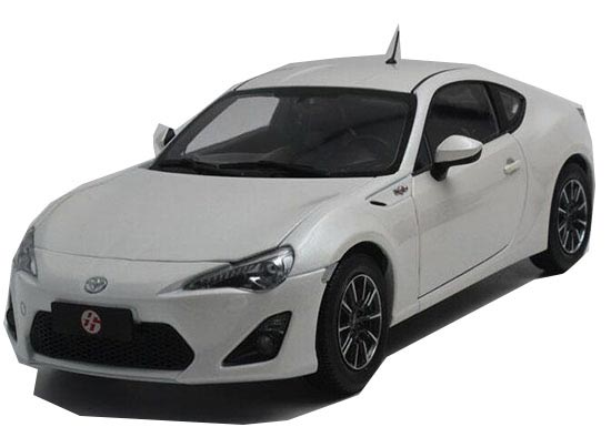 White / Red 1:18 Scale Diecast Toyota GT 86 Model