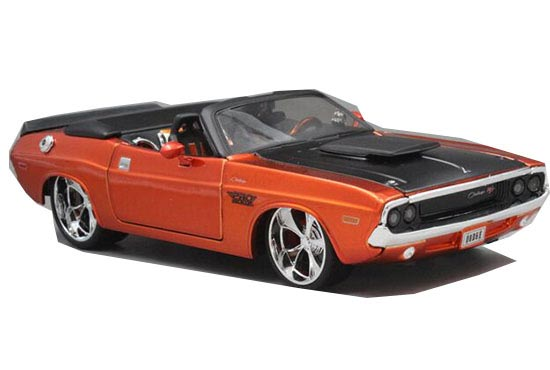 Red 1:24 Scale MaiSto Diecast 1970 Dodge Challenger Model