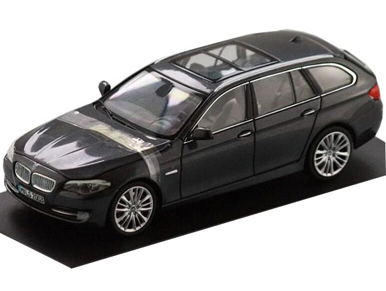 1:43 Scale Blue / Gray Diecast BMW 550i Model