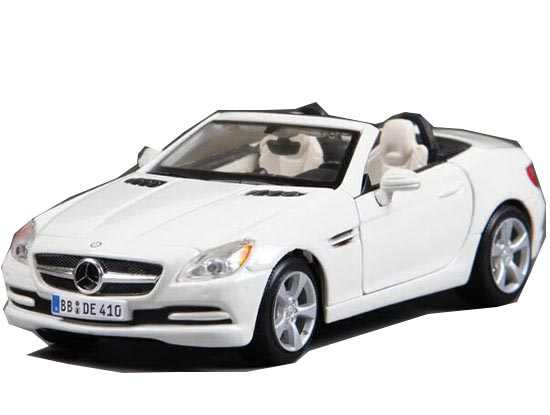 Red / White MaiSto 1:24 Diecast Mercedes-Benz SLK-Class