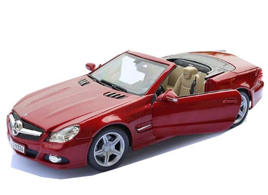 Red 1:18 Scale MaiSto Diecast Mercedes-Benz SL550 Model