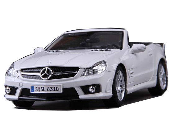 White 1:18 Scale MaiSto Diecast Mercedes-Benz SL63 AMG Model