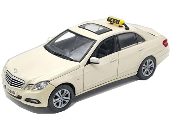 MaiSto White 1:18 Scale Diecast Mercedes-Benz E-Class Taxi Model