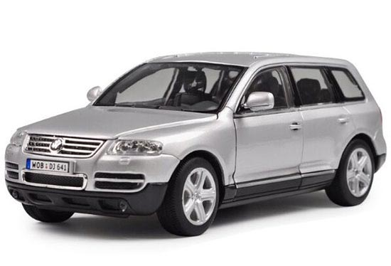 Silver 1:24 Scale Welly Diecast VW Touareg Model