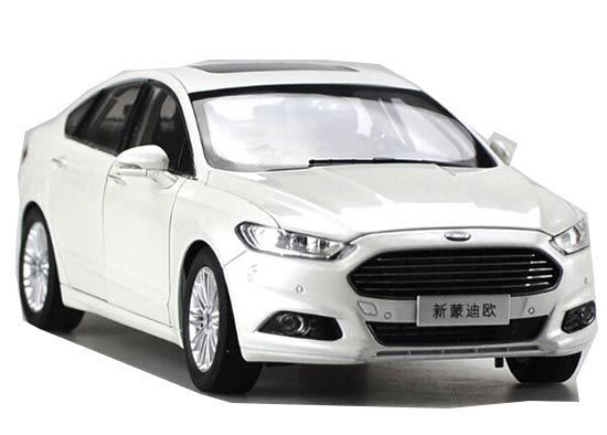 White 1:18 Scale Diecast 2013 Ford New Mondeo Model
