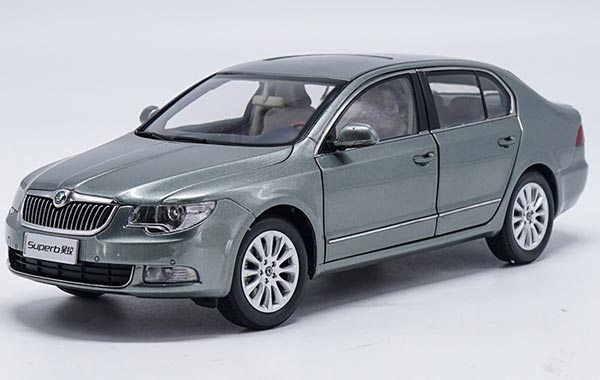Wine Red / Gray / Brown 1:18 Diecast Skoda Superb Model