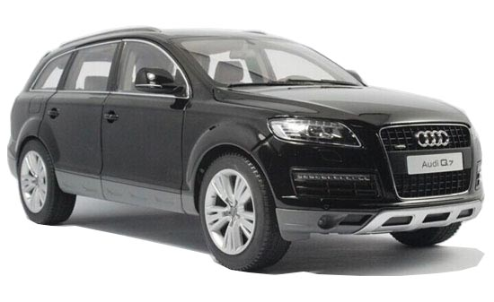 Red / Black / Silver / Gray 1:18 Kyosho Diecast Audi Q7 Model