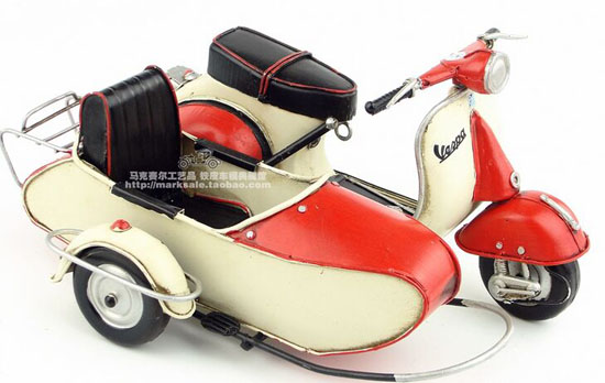Handmade Tinplate Medium Scale Red/Green Vespa Sidebar Model