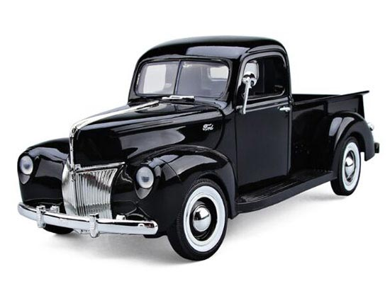 Red / Black MotorMax 1:18 Scale Diecast 1940 Ford Pickup Model