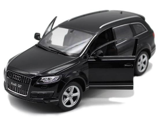 Welly White / Black 1:18 Scale Diecast Audi Q7 SUV Model