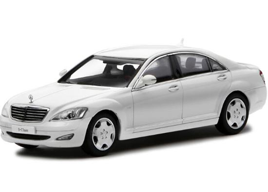 Silver / White / Black 1:43 Diecast Mercedes-Benz S600L Model