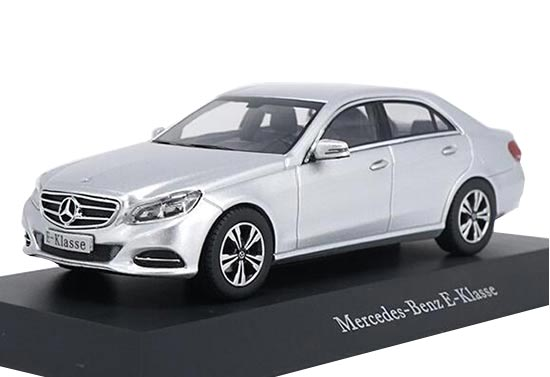 1:43 Scale Black / Silver Diecast Mercedes-Benz E-Class Model