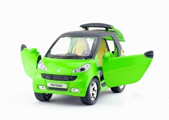 1:32 Scale Kids Diecast Mercedes-Benz Smart Fortwo Toy