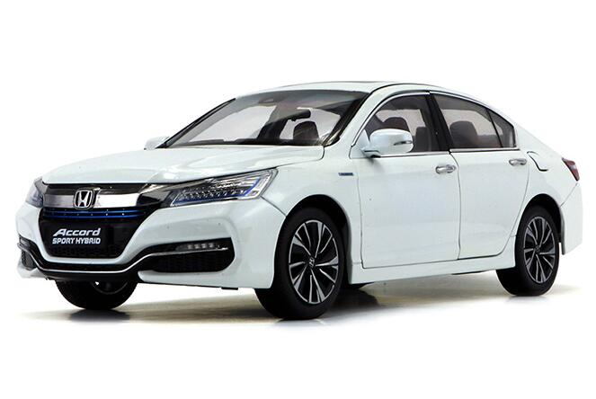 White 1:18 Diecast Honda Accord Sport Hybrid Model