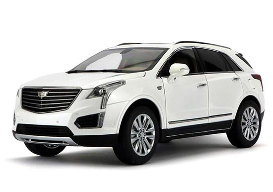 White 1:18 Scale Diecast Cadillac XT5 Model