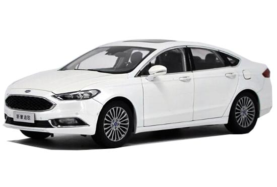 White 1:18 Scale 2017 Diecast Ford New Mondeo Model