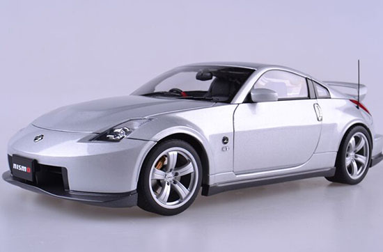 1:18 Scale AUTOart White / Gray Diecast Nissan NISMO 380RS