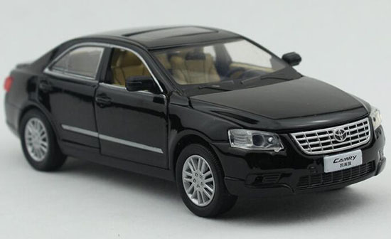 Kids 1:32 Scale Black / White Toyota Camry Car Toy
