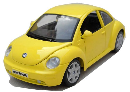 1:25 Scale Yellow / Red MaiSto Diecast VW New Beetle Model